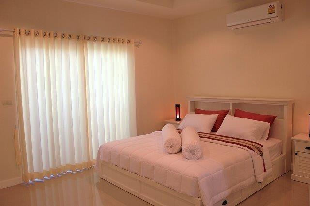Master bedroom (4)